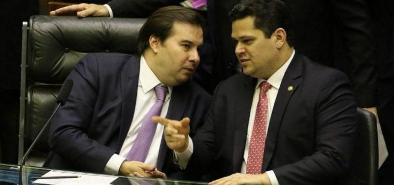 """Maia e Alcolumbre rebatem general sobre """"chantagem"""" do parlamento"""