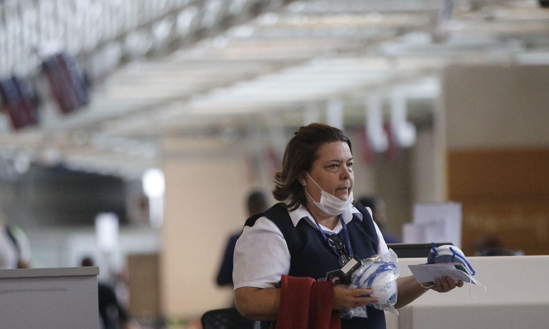 Sair sem máscara em espaços públicos e privados gera multa de R$ 108