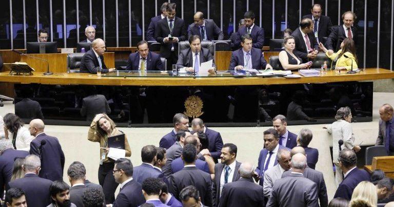 Câmara conclui projeto contra coronavírus; falta o Senado votar
