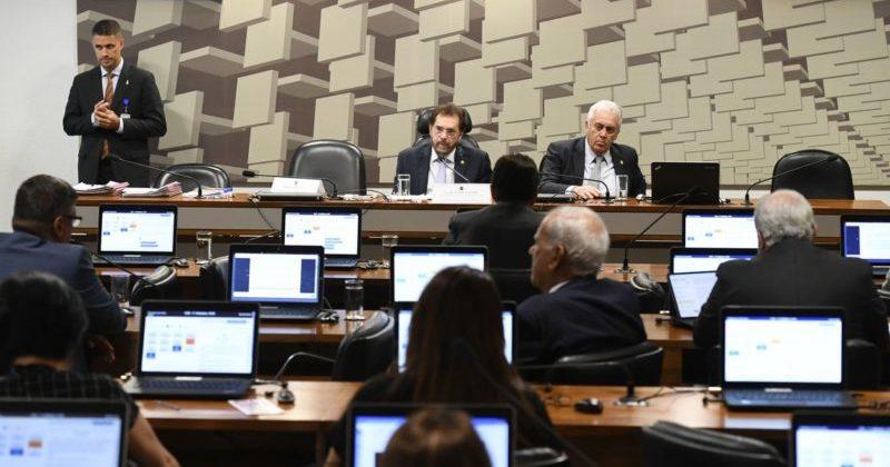 Reforma tributária não sai neste semestre, dizem senadores na CAE