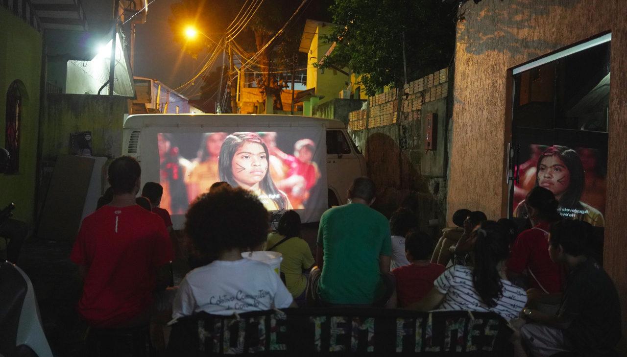 Tururu Cine exibe cinema suíço a refugiados venezuelanos em Manaus
