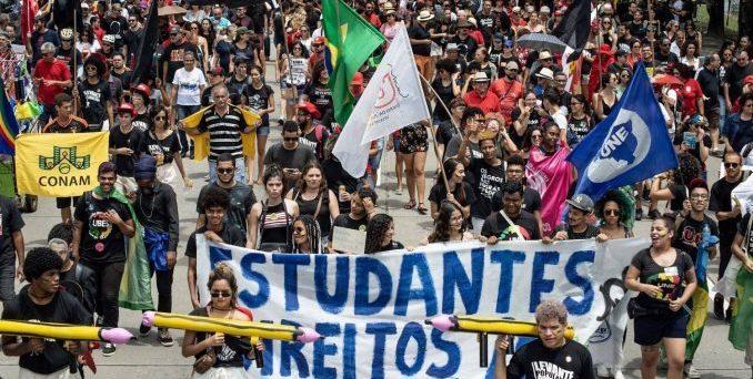 UNE e Ubes devem comemorar queda na carteira estudantil gratuita