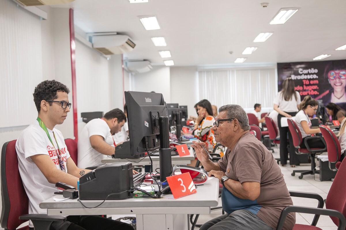 Governo convoca quase 8 mil servidores para recadastramento
