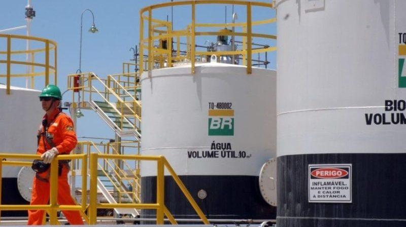 Gasolina e diesel caem mais 12% e 7,5% nas refinarias, diz Petrobrás