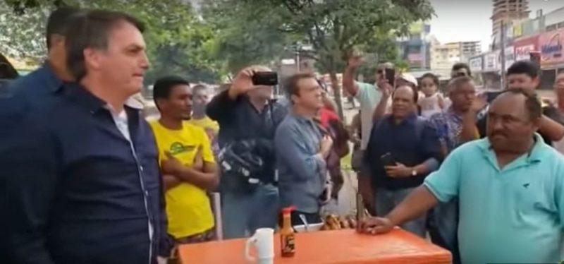Bolsonaro incentiva apoiador a agredir imprensa e jornalistas deixam coletiva