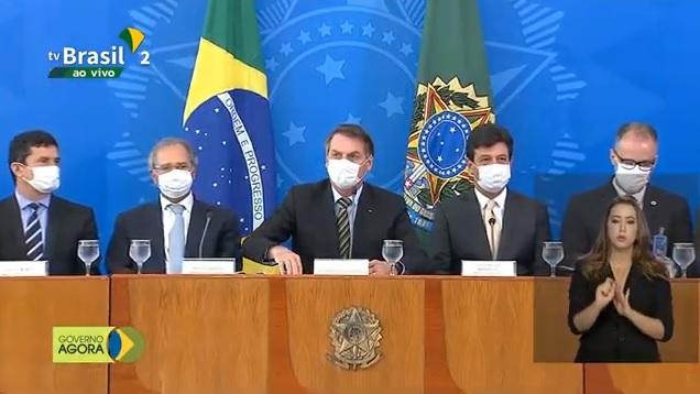 Bolsonaro e equipe falam sobre ações contra coronavírus