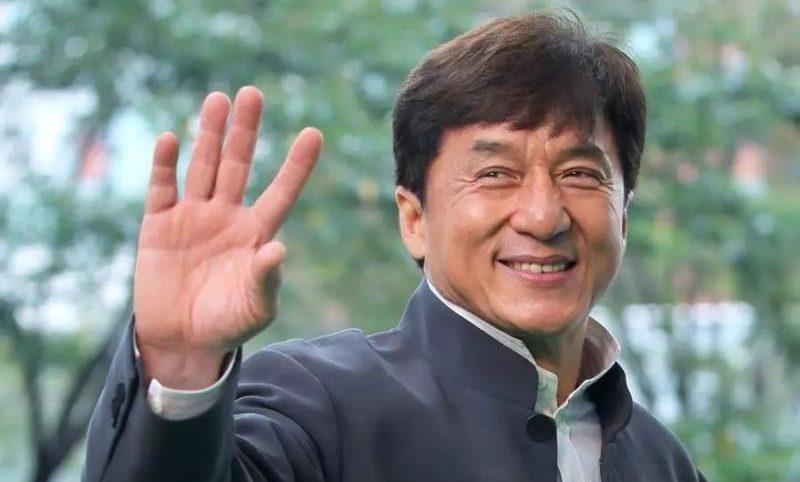 Jackie Chan oferece R$ 615 mil a quem descobrir cura do coronavírus