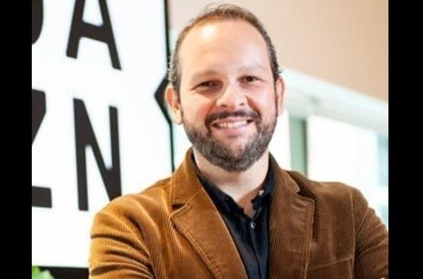 Narrador de futebol do DAZN morre após infarto em voo Argentina-Brasil