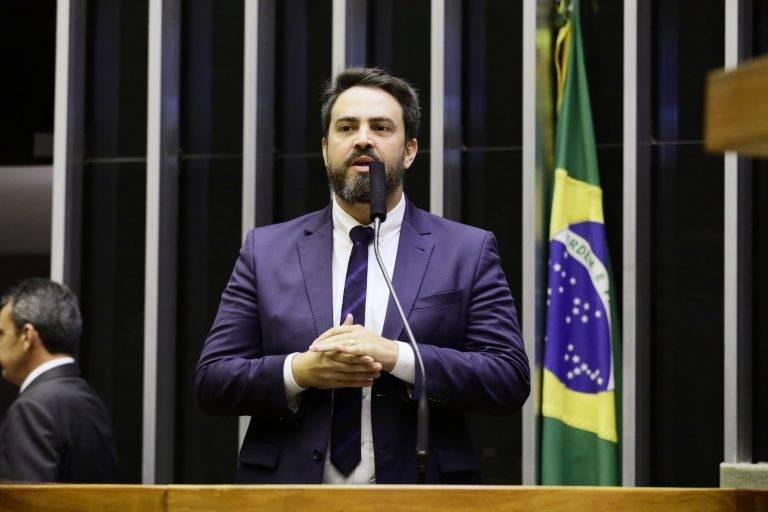 Líder do Podemos pede ao TSE adiamento das eleições municipais