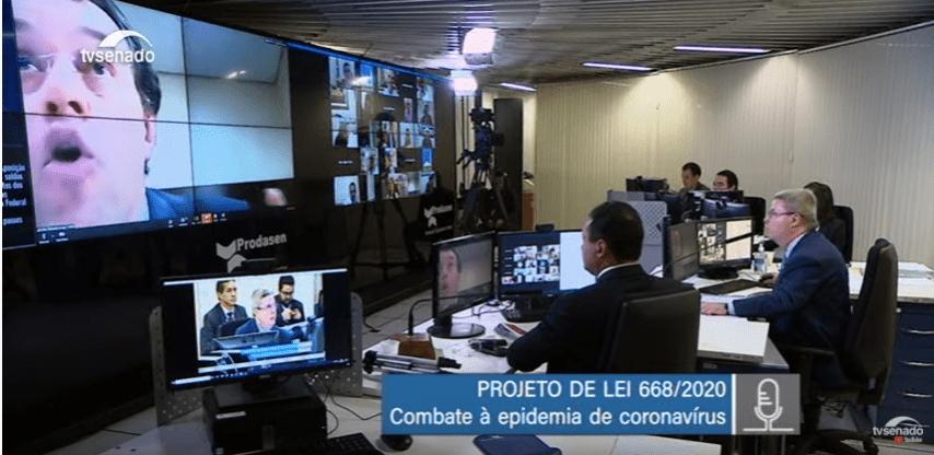 """""""Tô tocando o horror, horror!"""", diz Braga em sessão sobre coronavírus"""