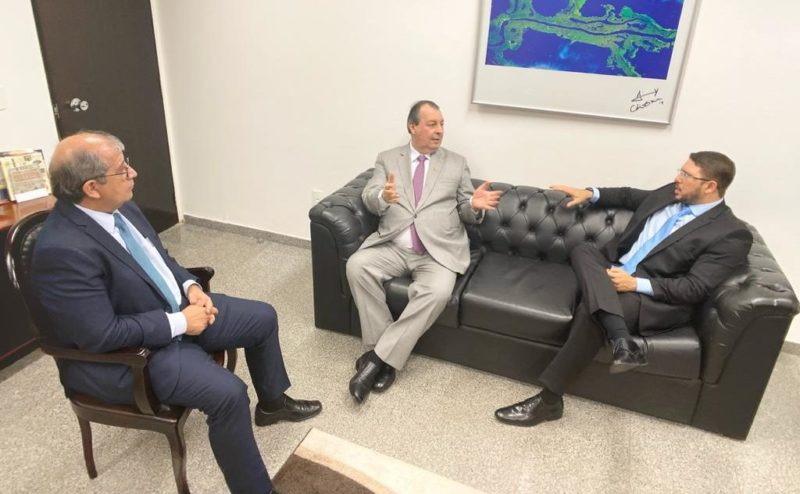 Carlos Almeida trata de investimento, reforma tributária e ZFM em Brasília