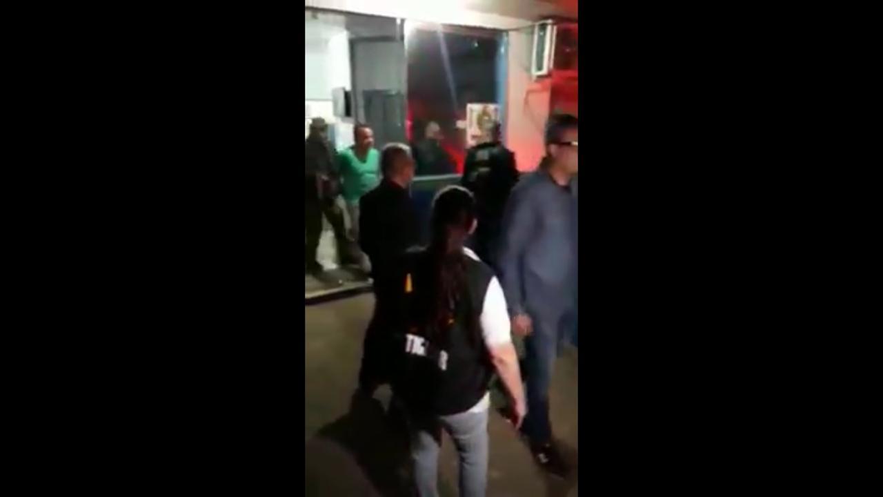 """Sob gritos de """"assassino"""", presidente dos rodoviários é preso em Iranduba"""