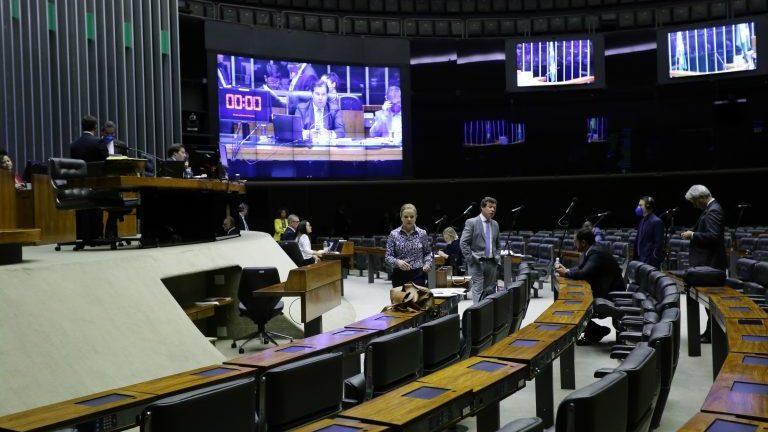 Câmara aprova auxílio de R$ 600 para baixa renda durante pandemia