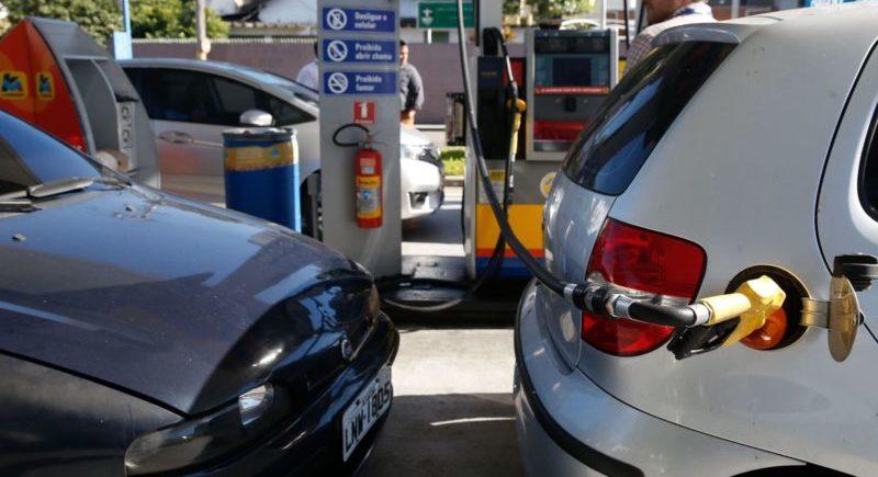 Combustível puxa queda da inflação, aponta IBGE