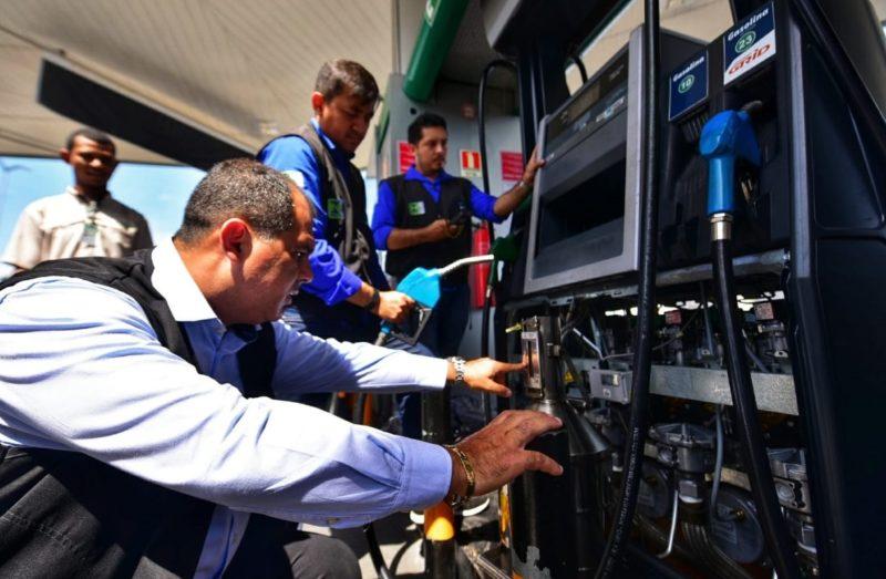 Preço da gasolina e diesel cai 30% no ano e nada chega ao consumidor no AM