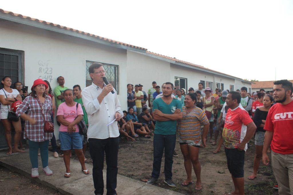 José Ricardo cobra conclusão das obras de residencial em Parintins