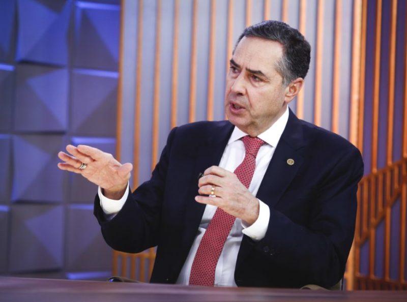 "Ministro do TSE Luís Roberto Barroso destaca futuro com ""voto no celular"""