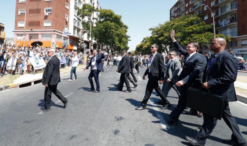 Segurança de Bolsonaro com coronavírus é internado em estado grave