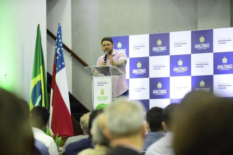 Carlos Almeida anuncia cursos a servidores do AM em 2020