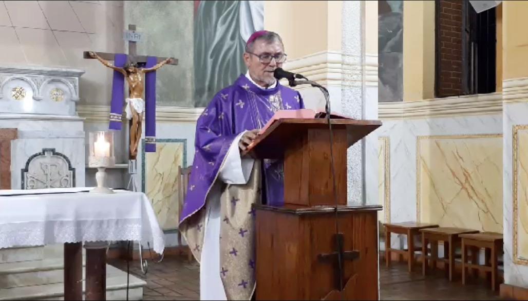 """Bispo pede orações para padre que está com """"pneumonia muito feia"""""""