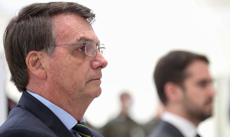 Bolsonaro quer recuperar contas de aliados que Facebook excluiu