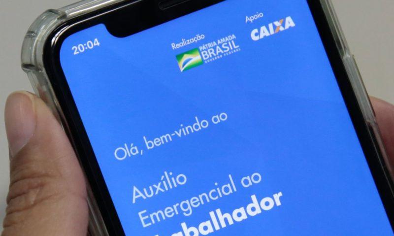 Políticos são beneficiados pelo auxílio emergencial de R$ 600, diz jornal