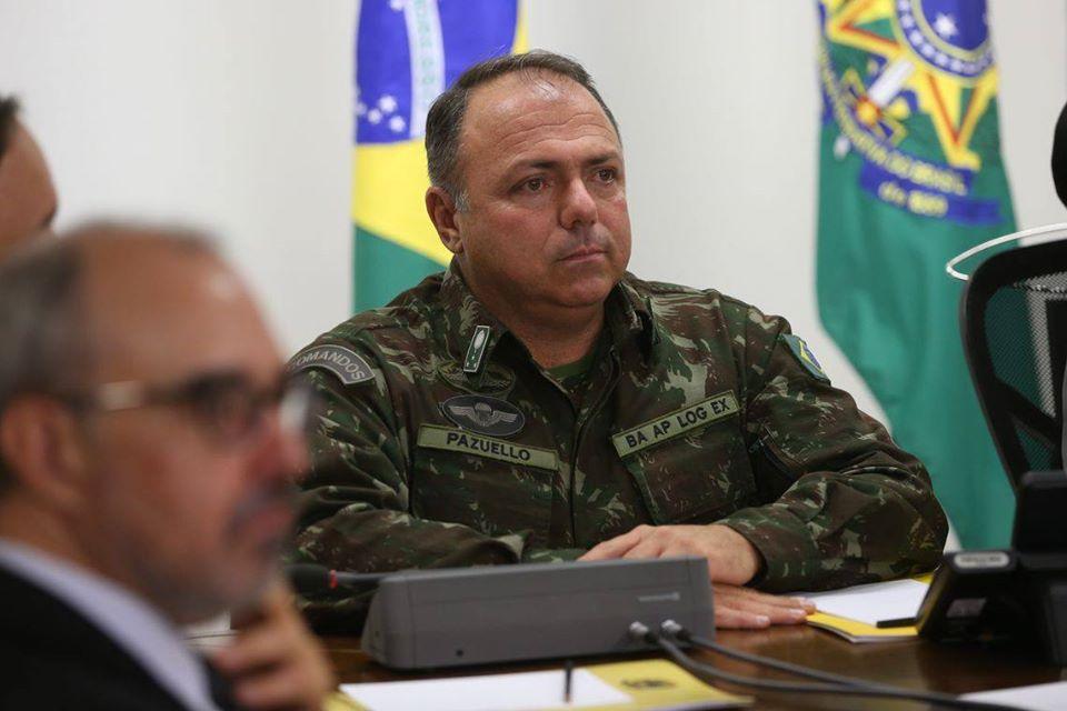 Saída de Pazuello da Saúde é cogitada após prisão de Queiroz