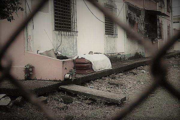 Passam de 700 corpos recolhidos de casas e ruas de cidade equatoriana