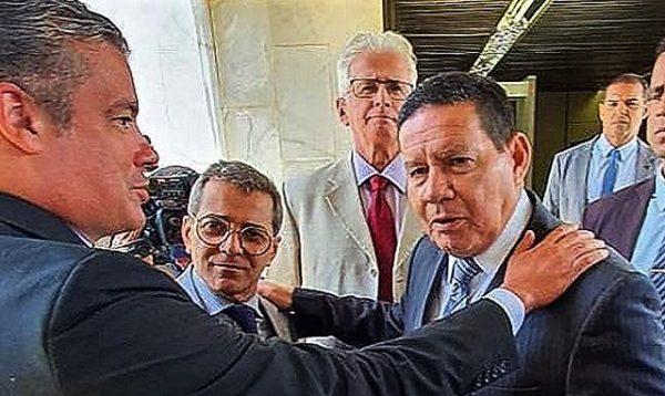 Ação do PRTB, partido de Mourão, para cassar Wilson repercute mal
