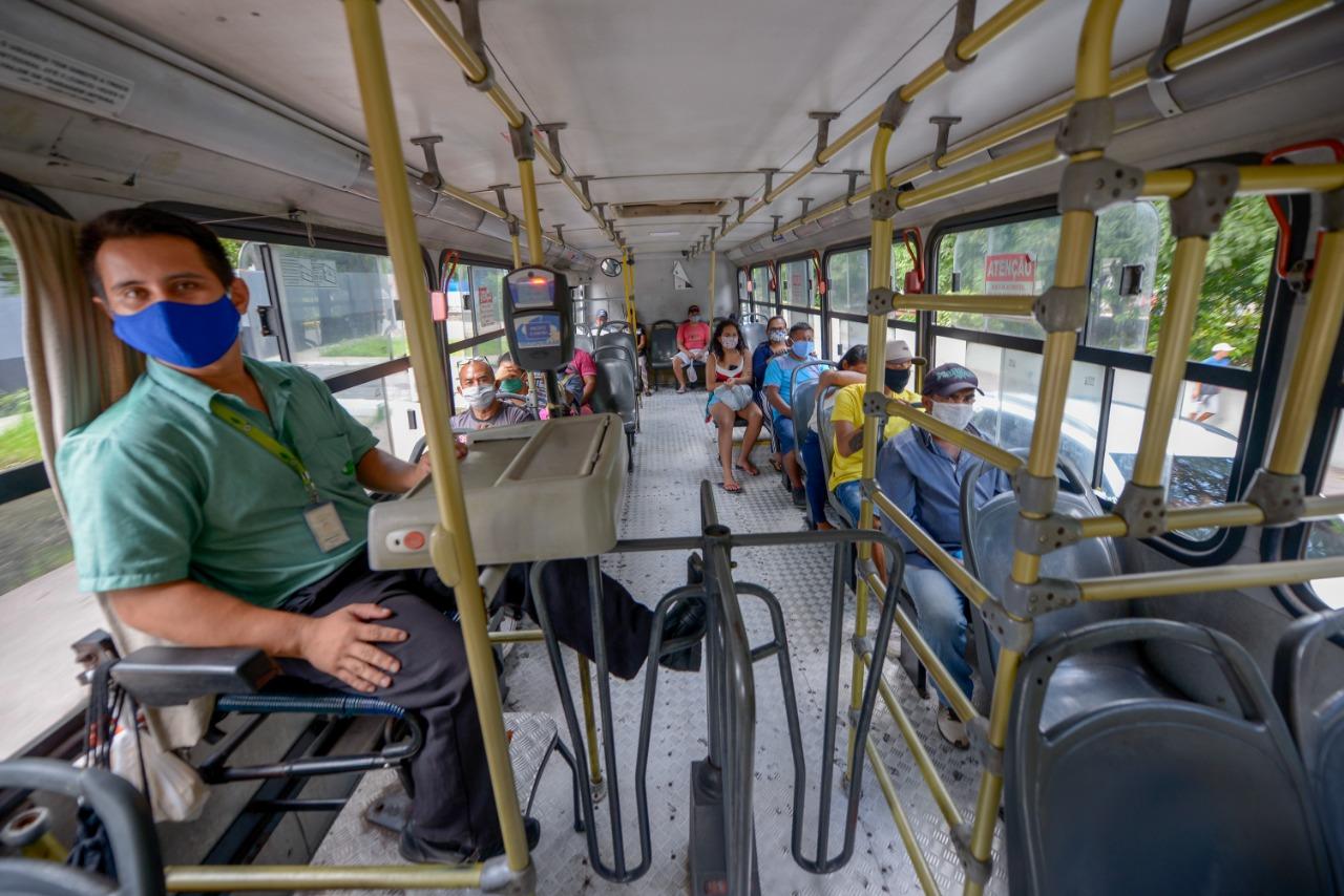 Decreto determina que ônibus só trafeguem com passageiros sentados