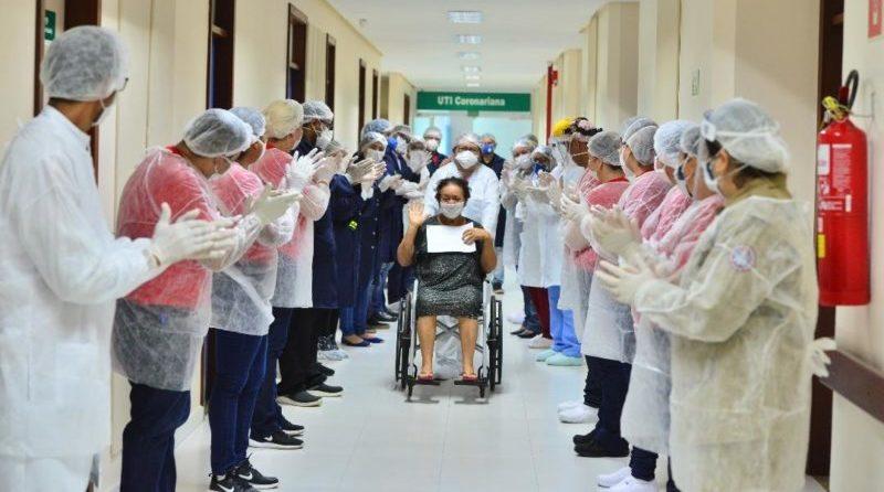Mais 18 pessoas recuperadas do coronavírus voltam para casa