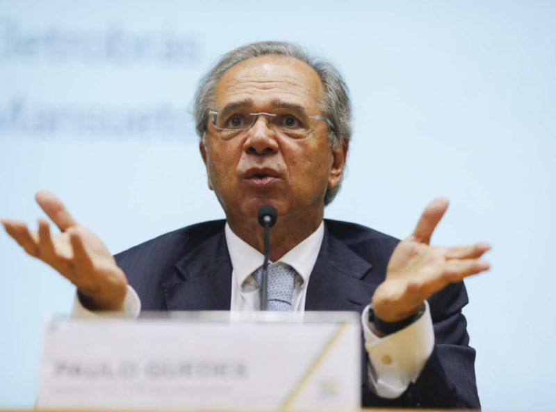 Paulo Guedes reduz pela metade recursos para sistema S