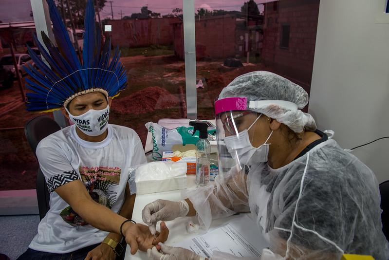 Indígenas do Parque das Tribos fazem testes do coronavírus em UBS
