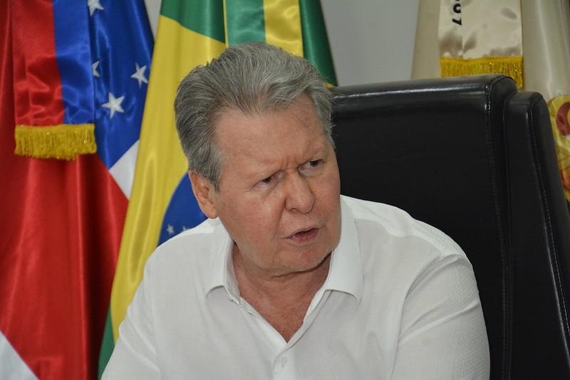 """Arthur dá """"dura"""" resposta a xingamentos de Bolsonaro em reunião ministerial"""