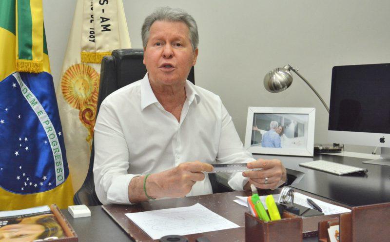 """Prefeito de Manaus vê """"lockdown"""" como medida """"extrema e arriscada"""""""