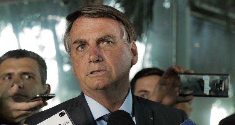 """""""Jamais entregaria meu celular"""", reage Bolsonaro a pedido no STF"""