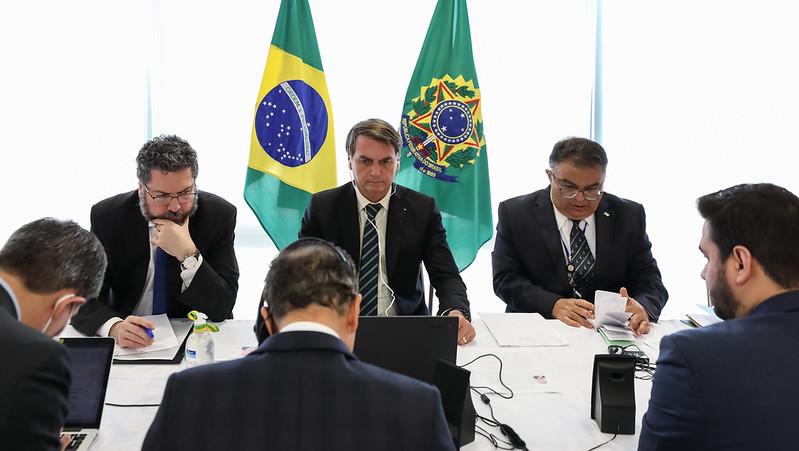 Chico Buarque se une a entidades que pedem impeachment de Bolsonaro