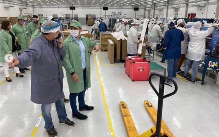 Carlos Almeida visita empresas dos Garcias e trata também de economia