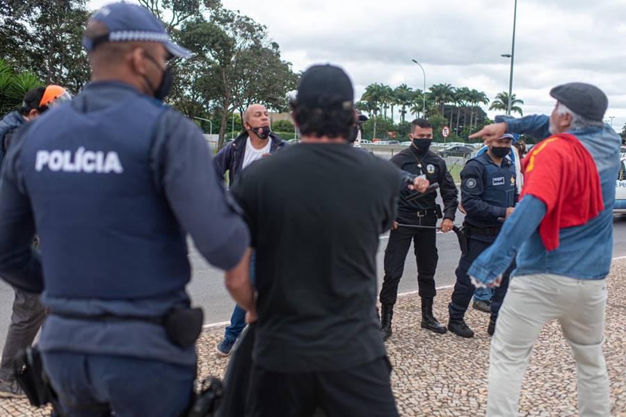 Suposto agressor de enfermeira recebe troco de petistas no Planalto