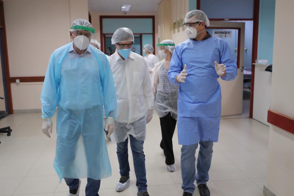 Enquanto ministro visita hospitais, AM bate recorde de casos de coronavírus