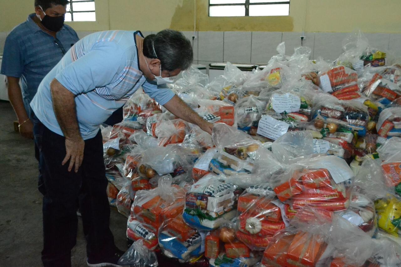 Alunos de P. Figueiredo recebem kit de merenda escolar em casa