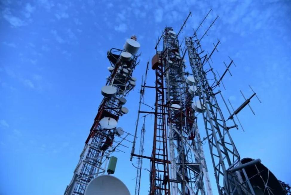 Deputado cobra melhoria na telefonia, internet e energia elétrica de Carauari