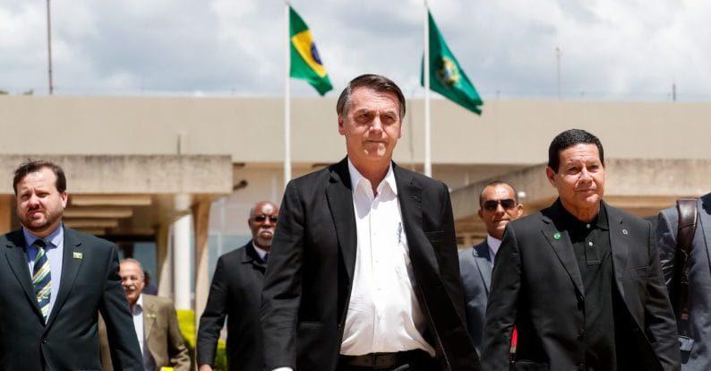 Bolsonaro pede que apoiadores não saiam às ruas no domingo