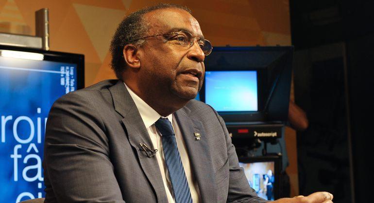 Posse de ministro do MEC acontecerá após rechecagem de currículo