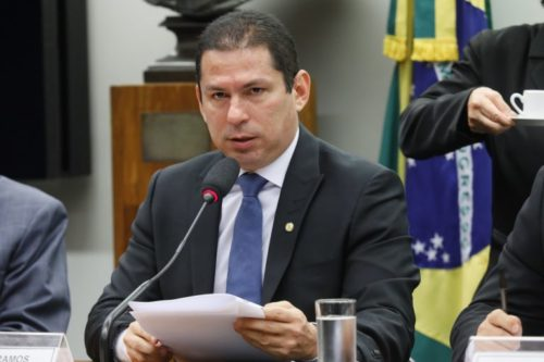 Deputado do Amazonas diz não depender de Maia na briga pela Câmara