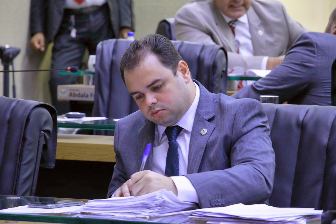 Deputado pede que prefeitura aplique lei que proíbe uso de cerol em Manaus