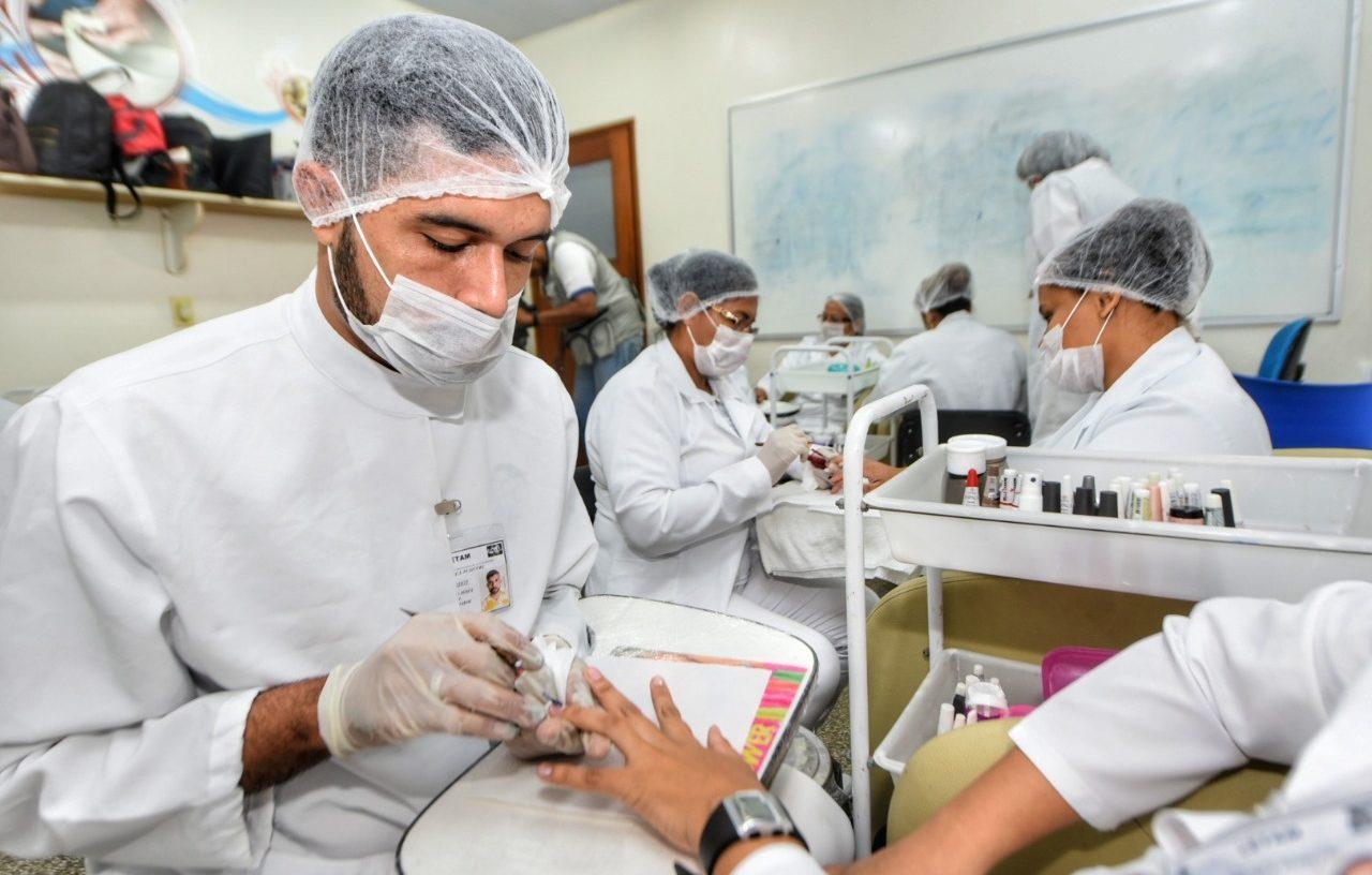 Salões de beleza, academias, parques e outras lojas reabrem amanhã, em Manaus