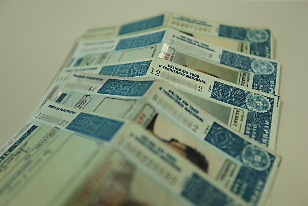 Projeto de lei quer garantir CNH gratuita para pessoas de baixa renda