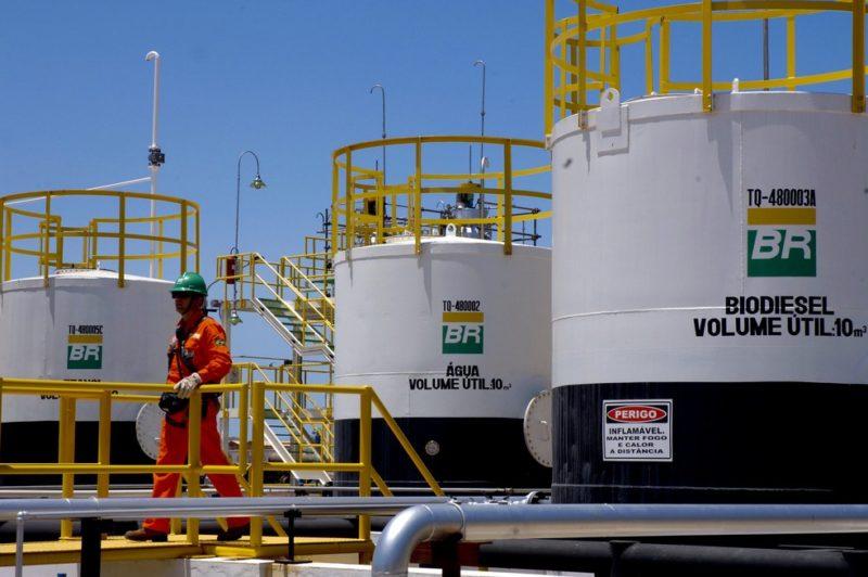 Ministérios reagem a pedido do Congresso de bloquear venda de refinarias