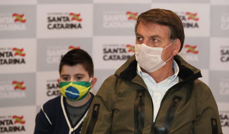 Bolsonaro vê Brasil caminhando para recessão na economia